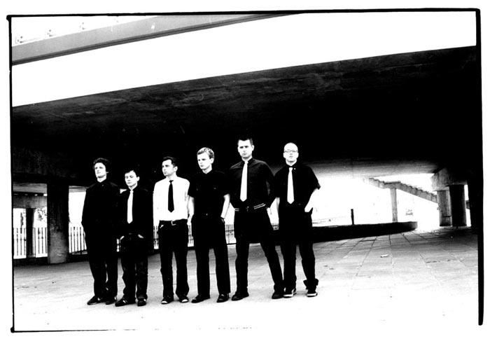 Panowie z C.K.O.D. w krawatach w rzędzie